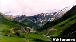 Жители осетинских аулов, социально-экономическими и родственными узами связанные с Северной Осетией, переезжали на зиму в Россию