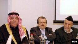 خلاف الاعيان (چپ)، محمد محدثین، سخنگوی شورای ملی مقاومت (وسط) و عدنان الدلیمی (راست) در کنفرانس مطبوعاتی روز چهارشنبه