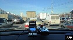 Мини-камера, установленная в автомобиле. Иллюстративное фото.
