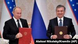 Президент России Владимир Путин и президент Узбекистана Шавкат Мирзияев.
