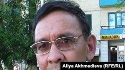 Асхат Бименбетов, журналист Алматинской областной газеты «Огни Алатау». Талдыкорган, июнь 2010 года.