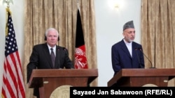 Afghan President Hamid Karzai (right) at a press conference with U.S. Defense Secretary Robert Gates in Kabul on September 2