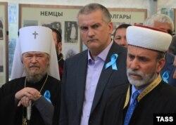 Слева направо: митрополит Лазарь, Сергей Аксенов, муфтий Крыма Эмирали Аблаев