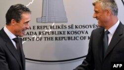 Kryeministri kosovar Hashim Thaçi dhe sekretari i Përgjithshëm i NATO-s, Anders Fog Rasmusen