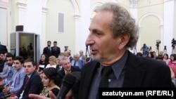 Питер Баллакян на церемонии вручения премии президента Армении в президентском дворце, Ереван, 26 мая 2016 г.
