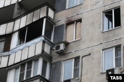 Окна сгоревшей квартиры на улице Народного ополчения