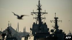 Fregate NATO la Istanbul