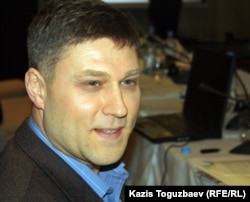 Заңгер Сергей Уткин. Алматы, 5 желтоқсан 2011 жыл.