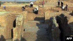 Руїни стародавнього ассирійського міста Німруд поблизу Мосула Ірак, липень 2001 року