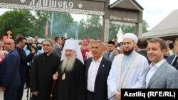 Татарстан президенты дин әһелләре һәм Русия министры белән