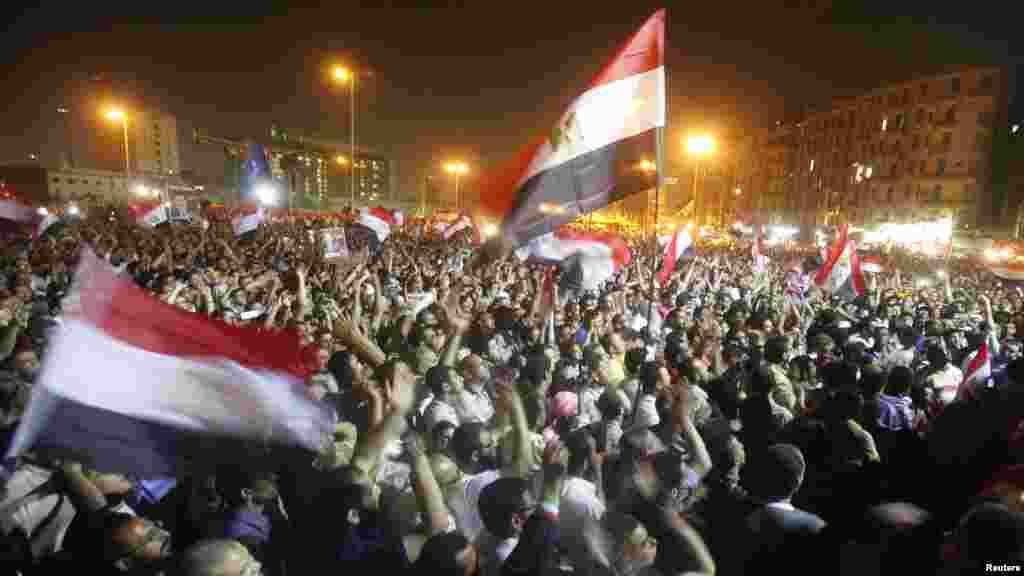 Тахрир аянтындагы аскердик башкарууга каршы демонстрация. 20.06.2012