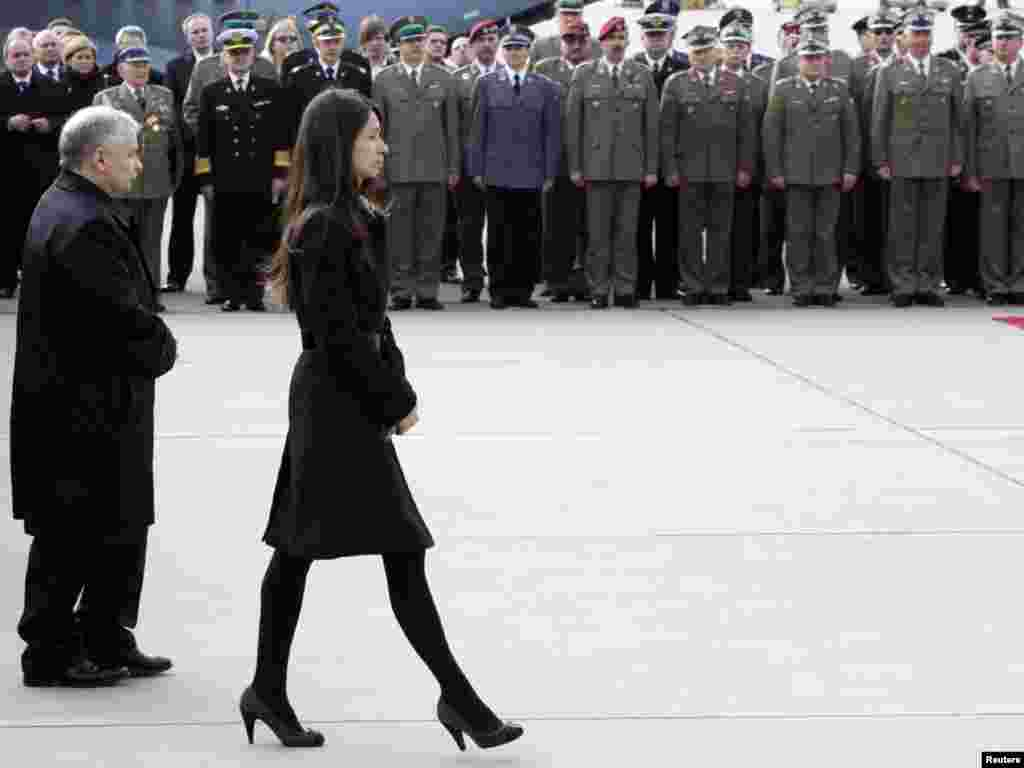 Jaroslaw Kaczynski, twin brother of the late president, and Lech's daughter, Marta, at a repatriation ceremony.