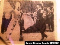 Мурат Карданов с женой. Архивное фото из местной газеты