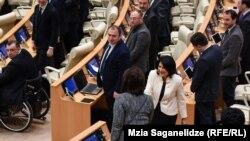 Свое будущее в ранге президента Саломе Зурабишвили видит как надпартийное