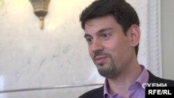 Олексій Жмеренецький звернув увагу, що проти Пінчука «не порушено ніяких кримінальних справ»