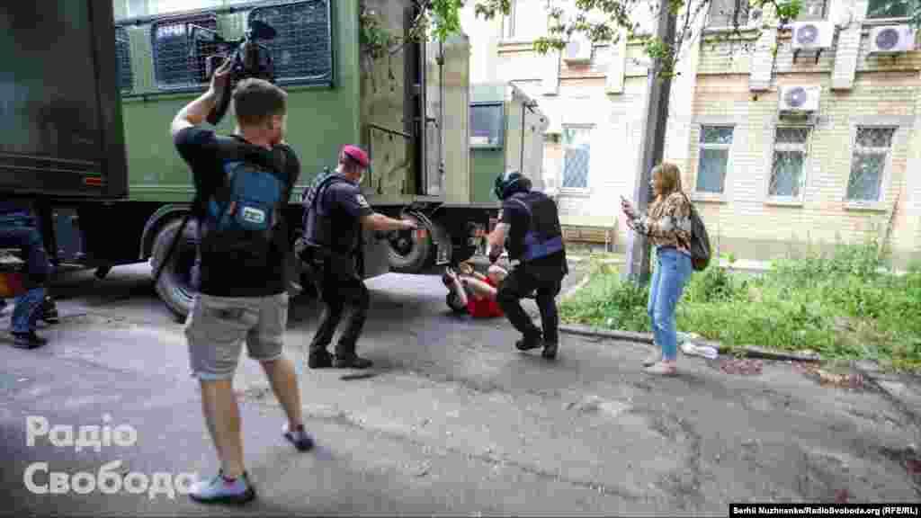 15 червня, окрімОлександра Кір'якова,поліцейські затримали активіста Миколу Виговського та ще одного ветерана війни на Донбасі Віталія Овчаренка. Всього затримані п'ятеро людей