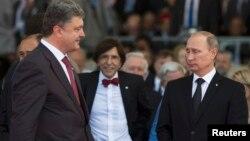 Россия Президенти В.Путин (ў) ва Украина Президенти П.Порошенко, 2014 йил 6 июль, Франция.