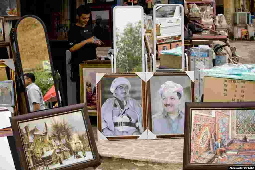 Çox tez-tez rast gəlinməsə də, ara-sıra bölgənin idarəçisi Masoud Barzani (Məsud Barzani) və atası Mustafa Barzaninin portretlərini görmək olar.