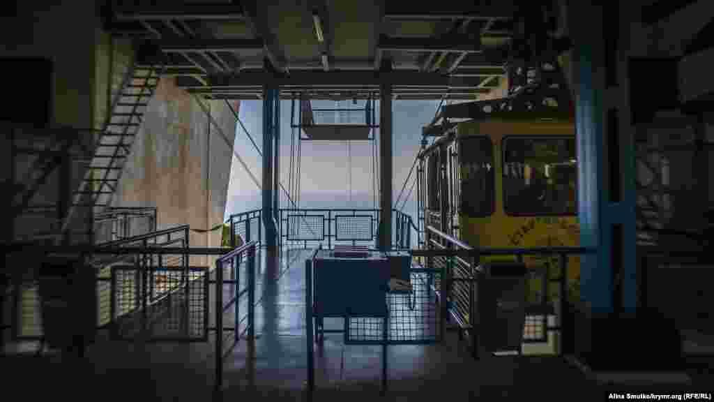 Пересадочная станция «Сосновый Бор»находится на высоте 304 метра над уровнем моря