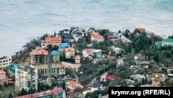 Контрасти південнобережного Криму: січневий Форос (фотогалерея)