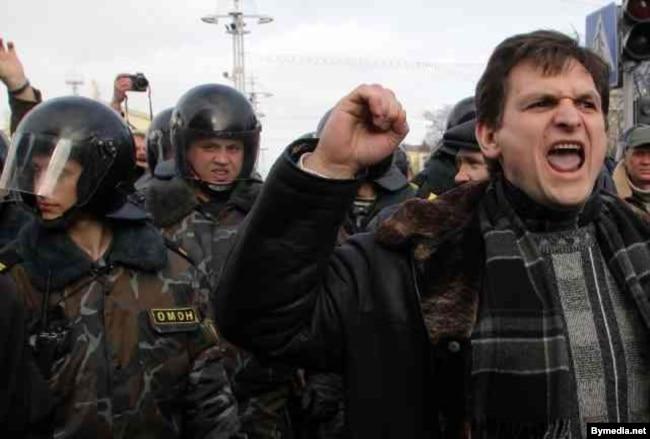 Андрэй Клімаў на Дні Волі на Кастрычніцкай плошчы ў Менску, 25 сакавіка 2005