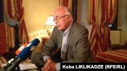 Сегодня Абашидзе пришлось выступать с разъяснениями, правда, на этот раз его слова были адресованы уже представителю правящей команды – президенту Грузии