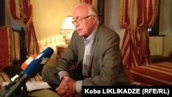 В первую очередь, по словам представителя премьер-министра Грузии по урегулированию отношений с Россией Зураба Абашидзе, Тбилиси волнует судьба граждан Грузии, отбывающих сроки в российских тюрьмах по обвинению в шпионаже