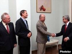 Həmsədrləri Ermənistan prezidenti Sarkisyan qəbul edir, iyul 2010