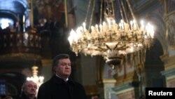 Архівне фото 7 січня 2011 року – тоді Віктор Янукович святкував Різдво в Почаївській лаврі УПЦ (МП) в Тернопільській області