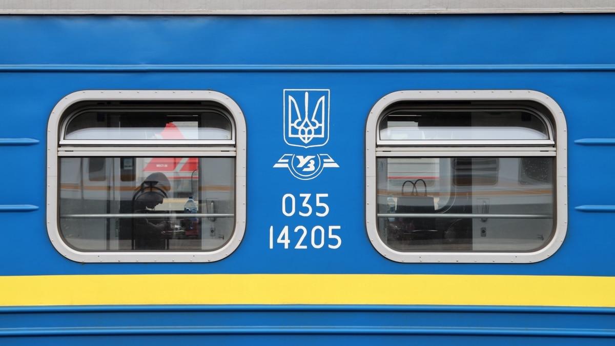 «Укрзализныця» назначила на Троицу 5 региональных поездов
