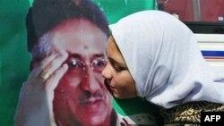 Сторонников у Мушаррафа хватает, но легитимность его как кандидата в президенты яростно оспаривается политическими оппонентами