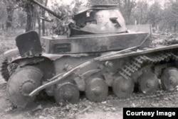 Нямецкі танк, зьнішчаны польскімі артылерыстамі на подступах да крэпасьці. Верасень 1939 г.