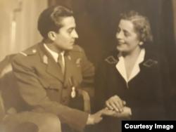 Mircea Carp alături de mama sa, Tatiana