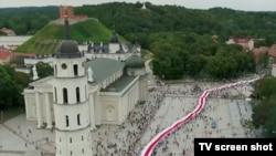 Ланцуг салідарнасьці зь Беларусьсю, жнівень 2020 году, Вільня, тэлекадар.