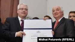 Ivo Josipović prilikom primanja nagrade u Sarajevu, 14. februar 2011.