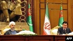 Eýranyň we Türkmenistanyň prezidentleri H. Rohani (ç) we G.Berdymuhamedow (s) Aşgabat, 11-nji mart, 2015