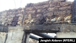 Былтыр кыргыз малчыларынын чек арага жакын кыштоодогу үйлөрү өрттөлгөн. 2014-жыл