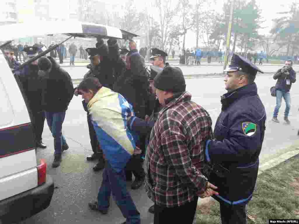 Задержания в Тузле, 5 февраля