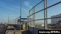 Шумозахисні екрани на виїзді з Керченського мосту