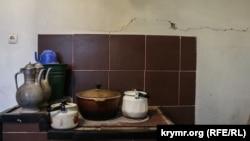 Тріщини в будинку жителя села Холодівка