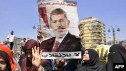Прихильники «Мусульманського братства» і Мухаммада Мурсі протестують у Каїрі, 30 серпня 2013 року