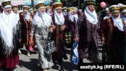 Энелер күнүнө карата Караколдо уюштурулган иш-чара. 18-май, 2013-жыл.
