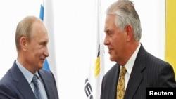 Putin dhe Tillerson - foto arkivi