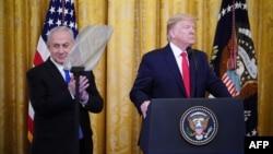 دونالد ترامپ در کنار بنیامین نتانیاهو، نخستوزیر اسرائیل، همزمان با ارائه طرح جدید صلح خاورمیانه.
