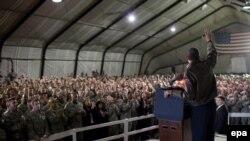 باراک اوباما ، رئیس جمهور پیشین ایالات متحده در مارس 2010 در پایگاه بگرام سخنرانی کرد.