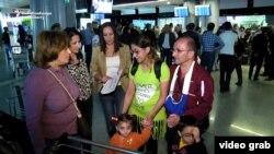 Սիրիահայ ընտանիքը Հալեպից ժամանում է Երևան, հոկտեմբեր, 2016թ․
