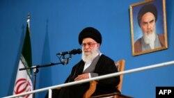 علی خامنهای مخالف علنی کردن اختلافات میان سران حکومت ایران است.
