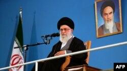 Իրանի հոգեւոր առաջնորդ այաթոլա Ալի Խամանեի, Թեհրան, փետրվար, 2013թ.