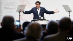 Ілюстративне фото. Міхеїл Саакашвілі виступає на антикорупційному форумі. Київ, грудень 2015 року