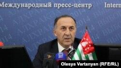 Согласно данным ЦИК, по предварительным итогам наибольшее число голосов избирателей получил в свою поддержку и избран президентом Республики Абхазия Хаджимба Рауль Джумкович